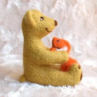 Валяный мишка с рыбкой детская игрушка