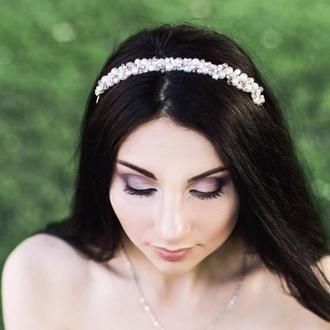 Обруч для волос с жемчужными  бусинами и кристаллами