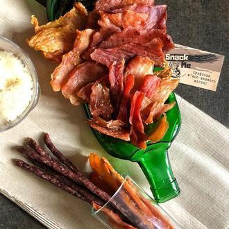 Becherovka тарілка з пляшки для закусок, снеків, в'яленого м'яса