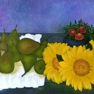 Натюрморт с грушами и цветами подсолнуха. Оригинальная картина маслом на подрамнике, 40х65 см.