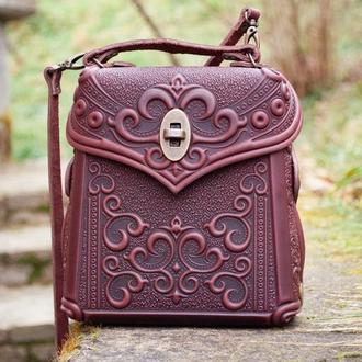 Маленькая кожаная сумочка-рюкзак с тиснением орнаментом
