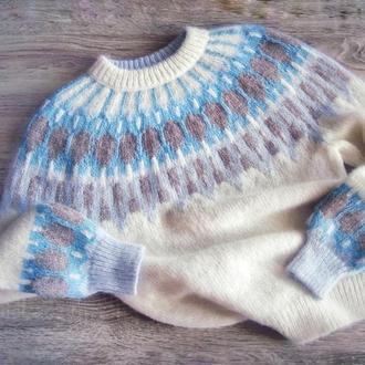 Женский свитер Лопапейса связанный вручную из беби альпаки и мериноса в норвежской технике жаккард