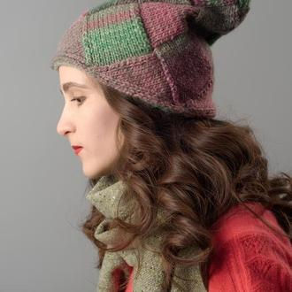 В'язана весняна шапка рожево-зелена