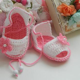 Вязаные сандалики для девочки