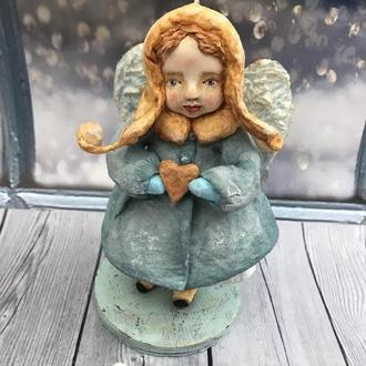 Сувенірна лялечка із вати на підставці