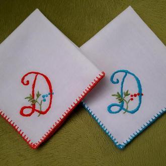 Комплект носовых платочков с вышитой буквой-инициалом