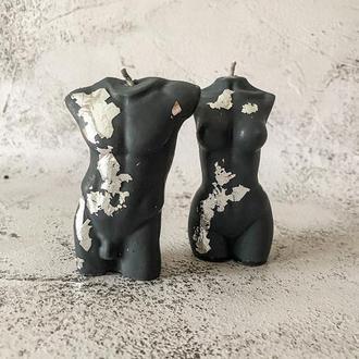 Свечи в виде мужского или женского тела; чёрные, покрытые серебристой поталью. Хит 2021года