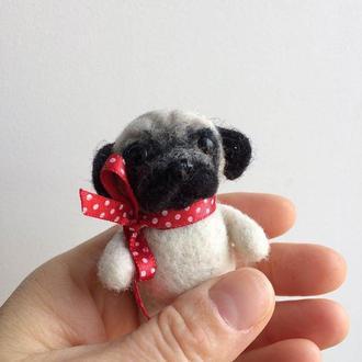 Мопс - миниатюрная игрушка, подвеска в машину, брелок, брошка,декор из шерсти