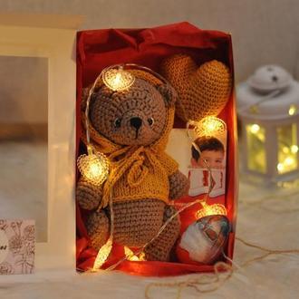 Подарочный бокс для ребенка с мишкой, сердечком и сладостями . Подарок в коробке для ребенка или бли