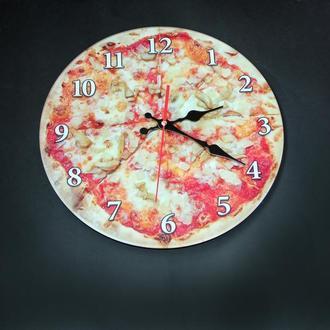 Настенные часы с изображением пиццы сделанные Ультрафиолетовой печатью на стекле.