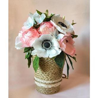 Букет квітівручноїроботи в кашпо у стилі рустик