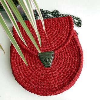 Вязаная крючком красная сумка с глиттером