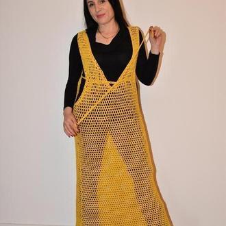 Длинное платье туника,  вязаная крупная сетка в тренде , с глубоким V декольте горчичного цвета.