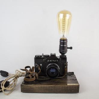 Настольная лампа Pride&Joy с винтажным фотоаппаратом с фигурами Лихтенберга