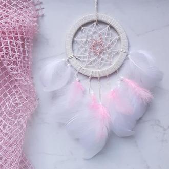 Нежный розовый пушистый ловец снов для девочки на подарок