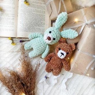 Плюшевые малыши: мишка и зайка