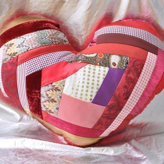 Подушка декоративная в форме сердца Печворк
