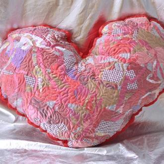 Подушка декоративная в форме сердца Вышивка атлас