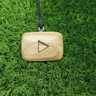 Эко-кулон с логотипом YouTube из дуба