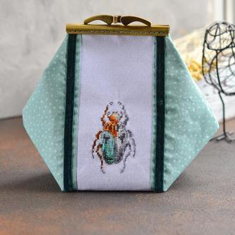 Текстильная обьемная косметичка с фермуаром - застежкой