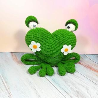 Сердечная Лягушка игрушка размер 18*19 см, Игрушка Лягушка сердце вязаная антистресс