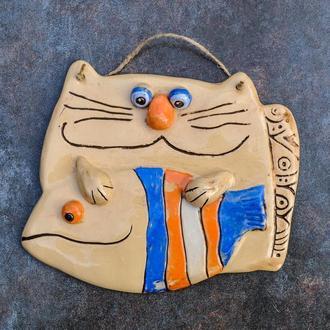 """Плакетка на стіну """"Кіт з рибою"""" поливана"""