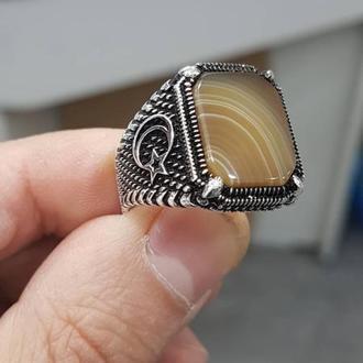 Крутая печатка с агатом черненная ручной работы из серебра 925 пробы с гравировкой на заказ по бокам