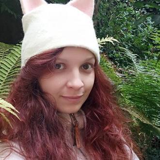 """Валяная шапка. Зверошапочка """"Белая кошка"""""""