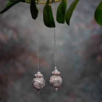 Длинные серьги на цепочках с жемчугом и вышивкой на кружеве «розовая лаванда»