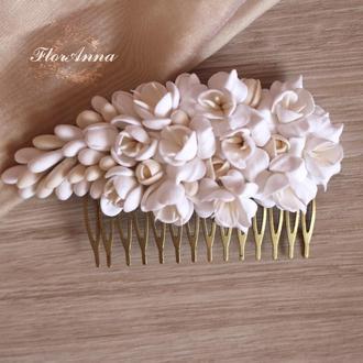 """Свадебный гребень для волос с цветами """"Бело-бежевые фрезии"""""""