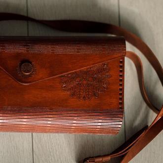 Женская сумоча из дерева