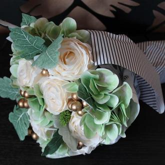 Букет с белых роз