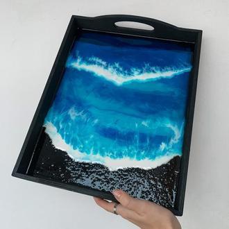 Темный стильный большой сервировочный поднос море эпоксидной смолой