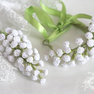 """Свадебный комплект бутоньерка жениха и браслет невесты """"Белая гипсофила"""""""