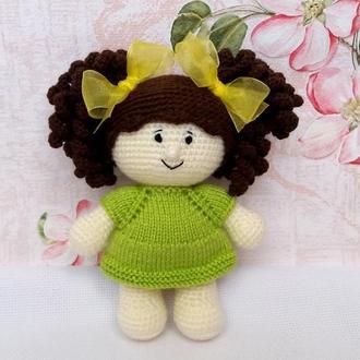 Кукла с бантиками в платье