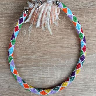 Жгут из бисера с разноцветными ромбами