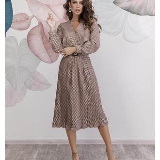 🛍Бежевое в белый горох платье выполненное из софта и оснащенное съемным поясом.