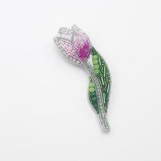 Брошь тюльпан из бисера, страз и кристаллов.