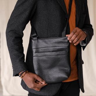 Удобная мужская сумка мессенджер из натуральной фактурной кожи черного цвета