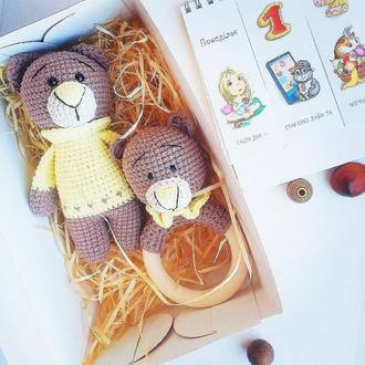 Набор погремушка и игрушка, вязаные игрушки