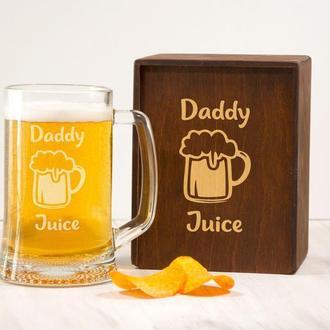 Стеклянная пивная кружка с гравировкой Daddy juice