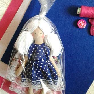 Кукла и 4 платья (набор)
