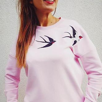 Свитшот розовый с вышивкой ласточки