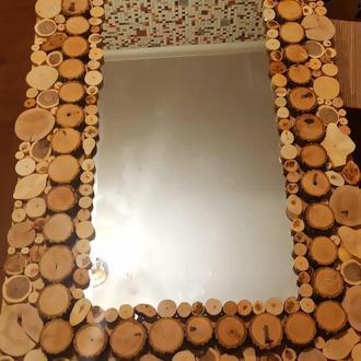 Зеркало в рамке из срезов дерева