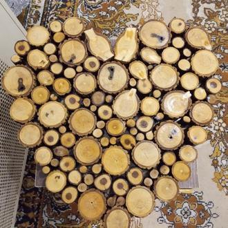 Декоративное панно из деревяных срезов
