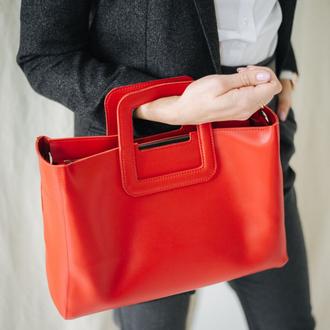 Женская сумка с съемным плечевым ремнем из натуральной кожи красного цвета