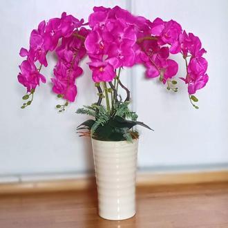 Напольная композиция с малиновыми орхидеями
