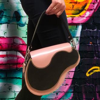 Кожаная розово-черная женская сумка седло (Saddle dag)
