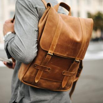 Вместительный мужской городской рюкзак ручной работы из натуральной винтажной кожи коньячно