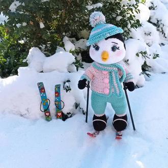 Игрушка крючком. Пингвин- лыжник